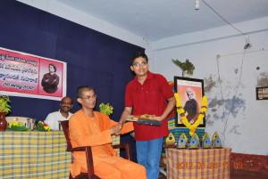 Rev. Swami Punyatmanandaji Maharaj giving away prizes.