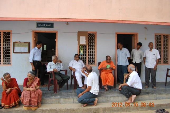 Aksharatmanandaji with members of the samithi.