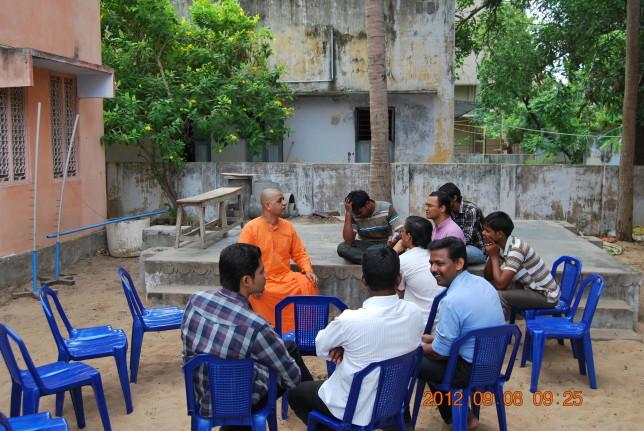 Rev. Swami Atmashraddhanandaji Maharaj with youth members at samithi.