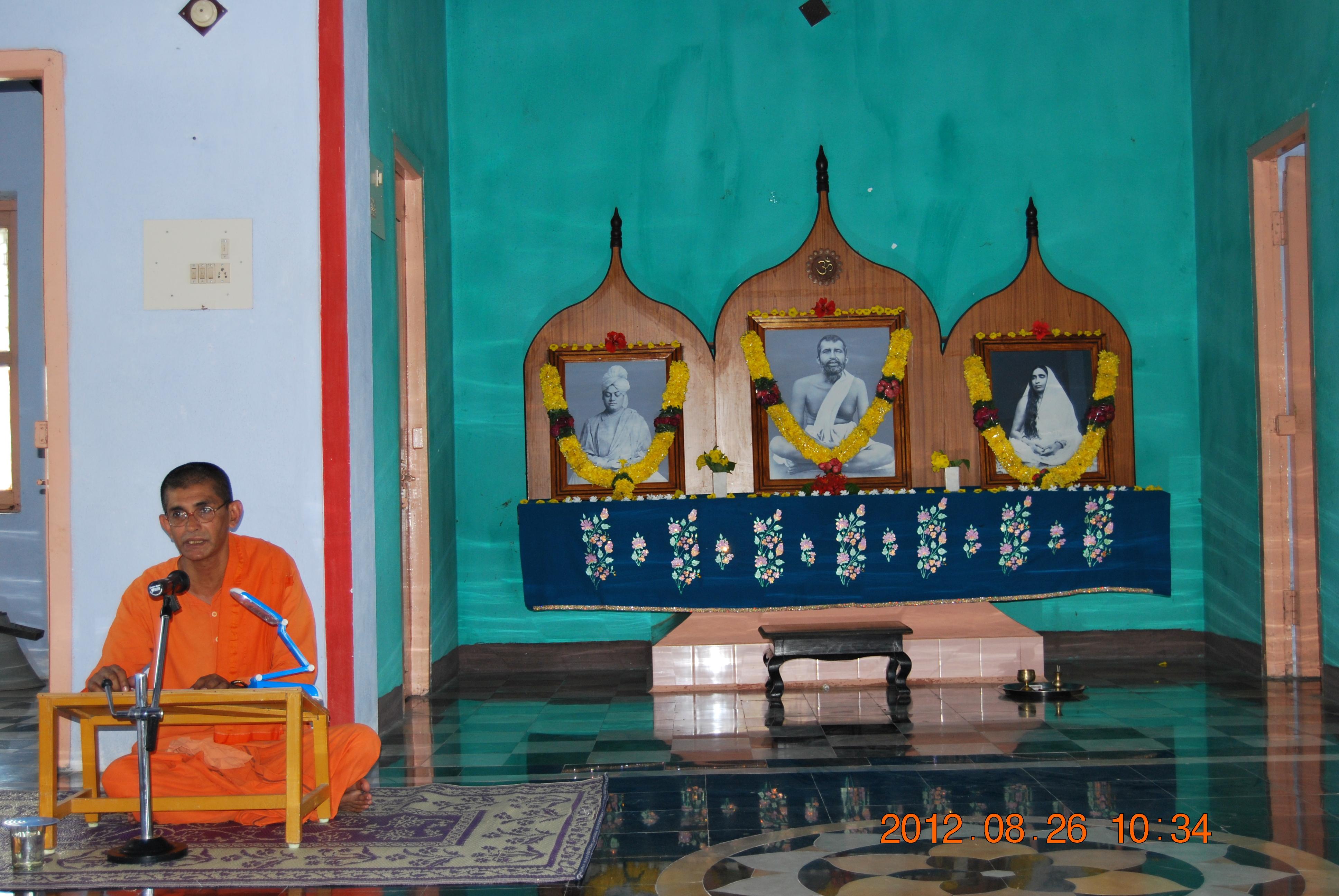 Revered Swami Punyatmanandaji Maharaj addressing the devotees 26 Aug 2012