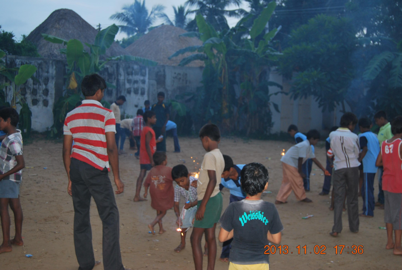 Enjoying crackers in presence of youth volunteers