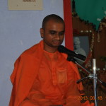 Rev. Swami Purnabodhanandaji Maharaj addressing the devotees