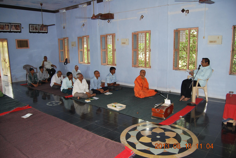 Dr. P.Syamasundara Murthy addressing the devotees.
