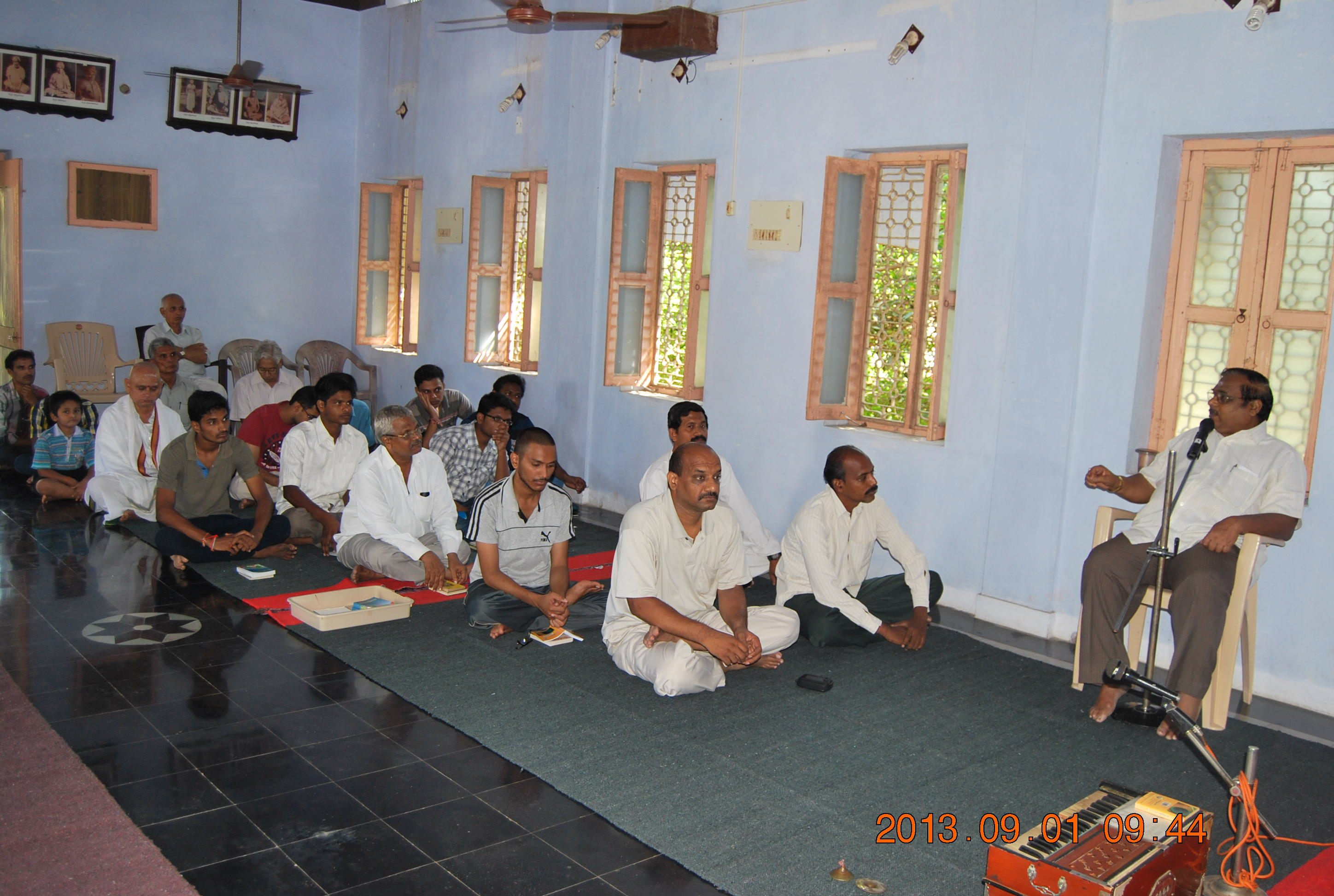 Gathering of devotees in the retreat.