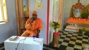 Rev. Swami Sevyanandaji Maharaj speaking.