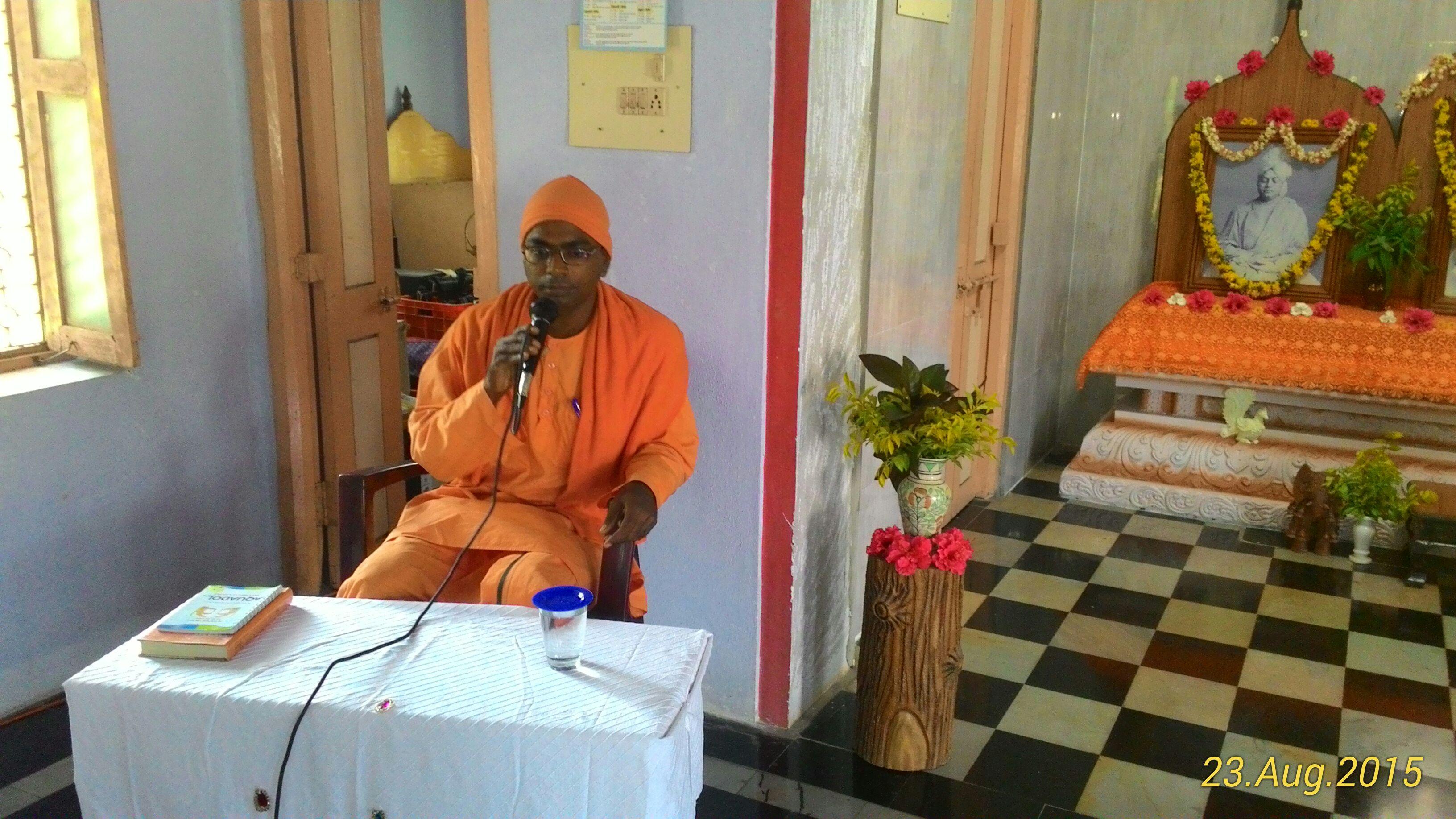 Rev. Swami Sevyanandaji Maharaj speaking.